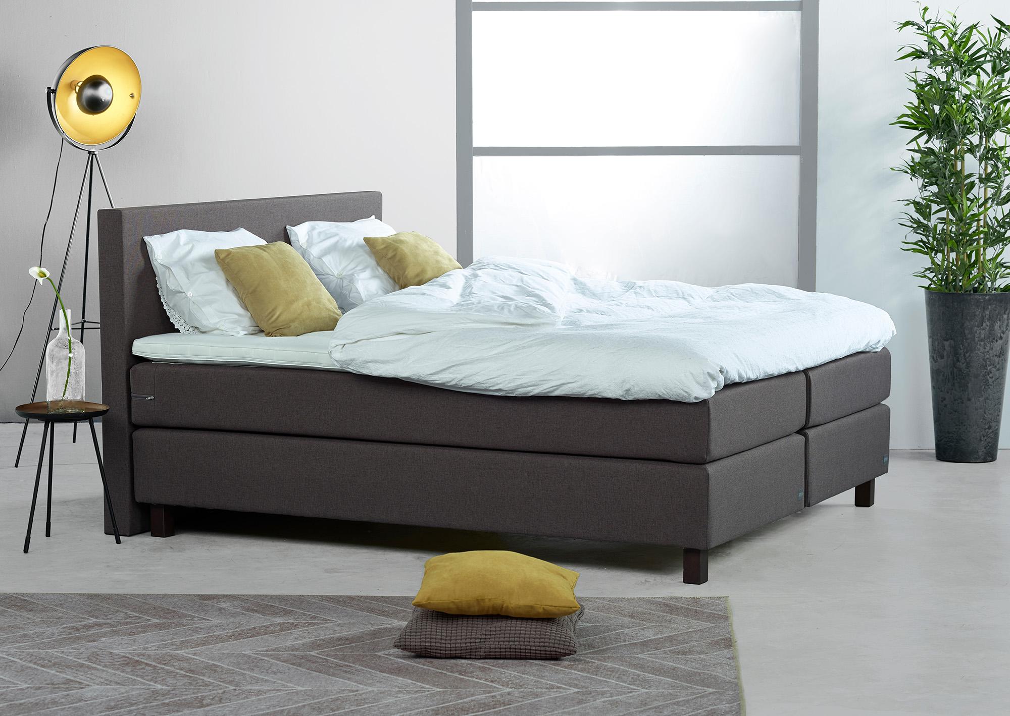 Slaapkamer-Geel-Grijs-Bed - Niek Erents Fotografie   Zakelijk